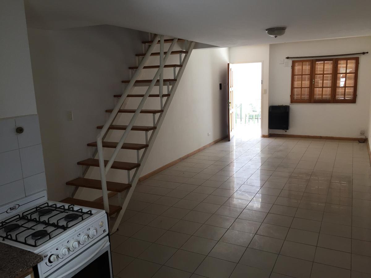 Foto Casa en Alquiler en  Capital ,  Neuquen  Castelli al 200