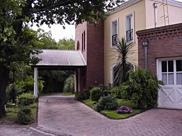 Foto Casa en Alquiler temporario en  Barrio Parque Leloir,  Ituzaingo  Felipe Boero,  bo. cerrado El Jaguel