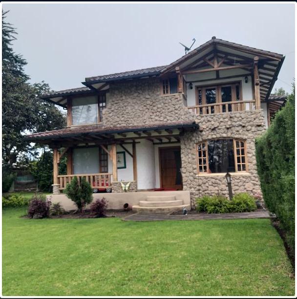 Foto Casa en Venta en  Puembo,  Quito  OFERTA!! VENTA DE CASA 206,19m², TERRENO 2,120m²  ESTILO RÚSTICO, PUEMBO