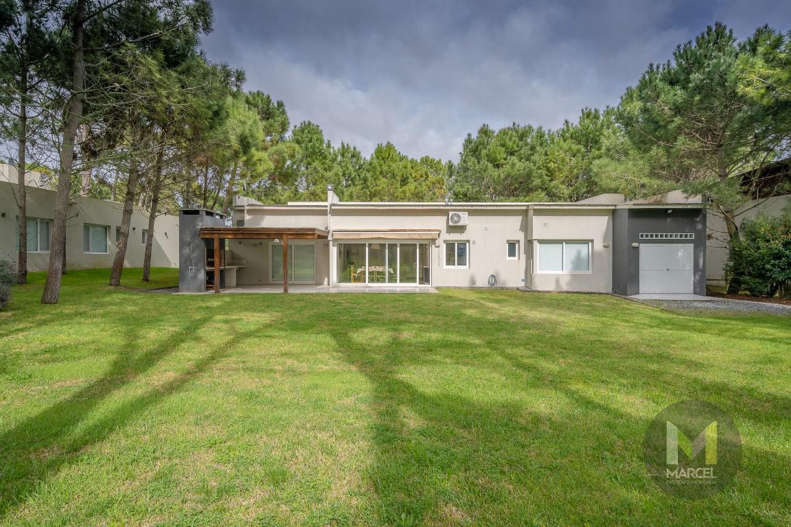Foto Casa en Alquiler temporario en  La Herradura,  Pinamar  Del Lazo 307