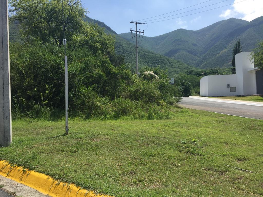 Foto Terreno en Venta en  Campestre los Cristales,  Monterrey  Calle los Cristales, Col. Campestre los Cristales