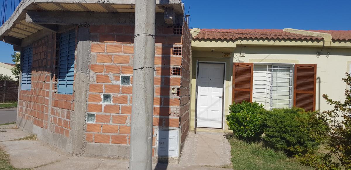Foto Casa en Venta en  Villa Mercedes,  Pedernera  barrio la Ribera