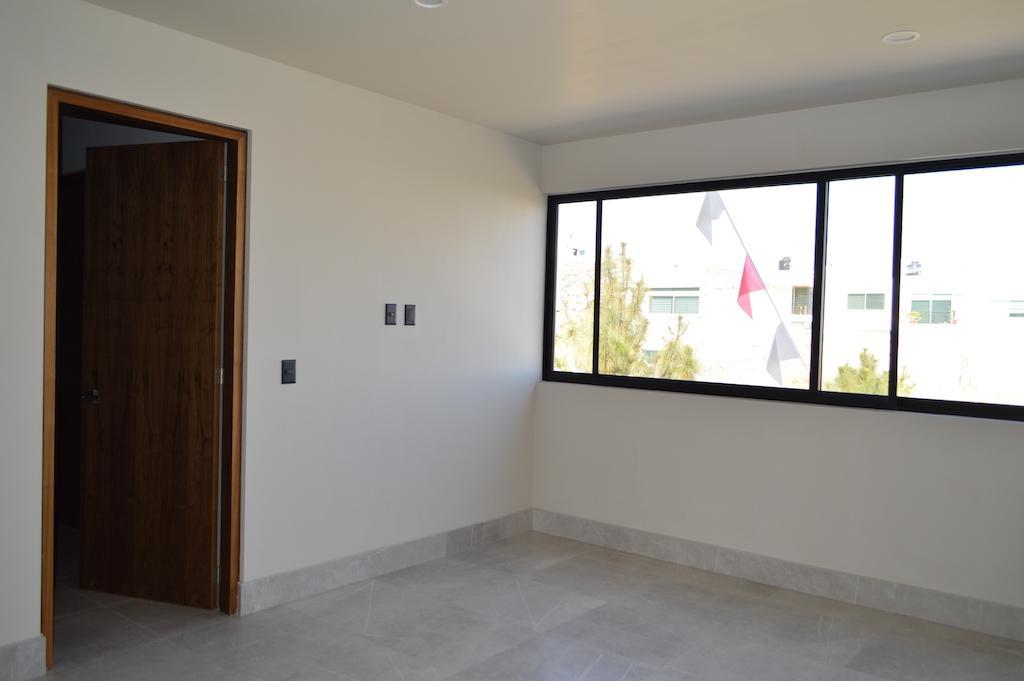 Foto Casa en Venta en  Fraccionamiento Los Almendros,  Zapopan  Av Rio Blanco 1900 7 Fracc. Argenta