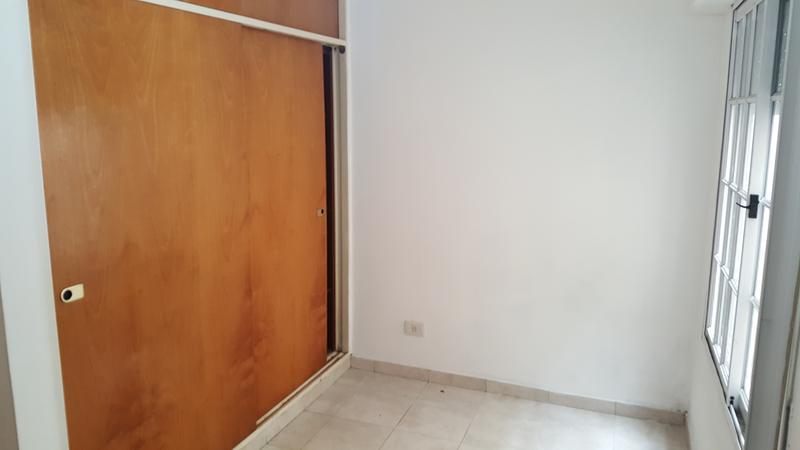 Foto PH en Alquiler en  Lomas de Zamora Oeste,  Lomas De Zamora  MENTRUIT al 200