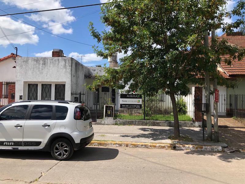 Foto Casa en Alquiler en  Ezeiza ,  G.B.A. Zona Sur  URQUIZA AL 225 EZEIZA