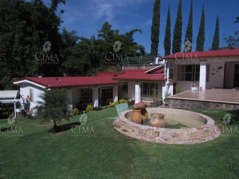 Foto Casa en Venta en  Fraccionamiento Rancho Cortes,  Cuernavaca  VENTA CASA ESTILO FINCA - V146