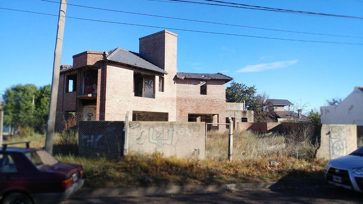 Foto Casa en Venta en  Santa Rosa,  Capital  Maestros Pampeanos esq. Bouchard