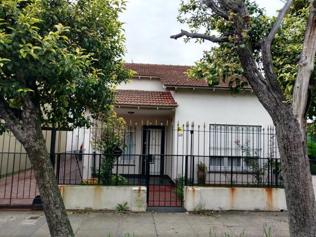 Foto Casa en Venta en  Temperley Oeste,  Temperley  Scalabrini Ortiz N° al 400