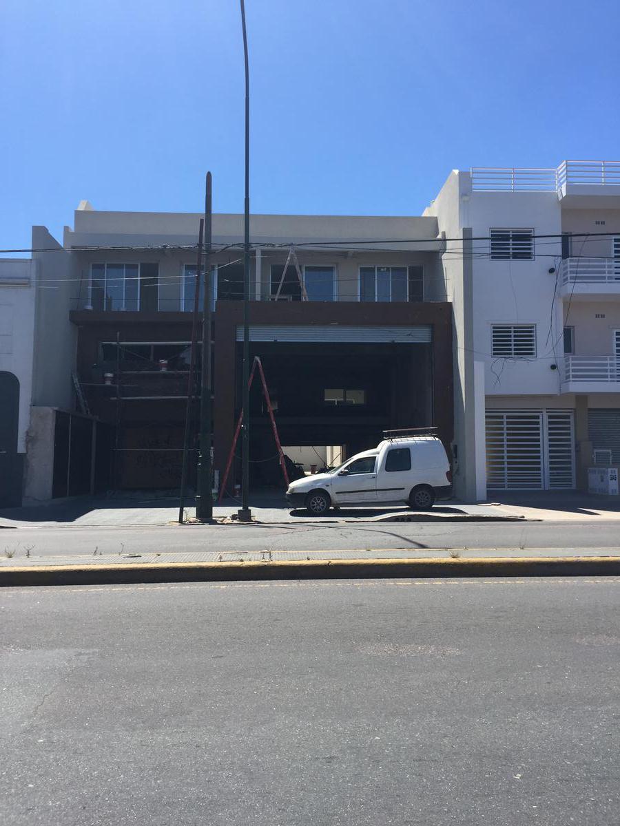 Foto Local en Alquiler en  Lomas de Zamora Oeste,  Lomas De Zamora  HIPOLITO YRIGOYEN al 9780