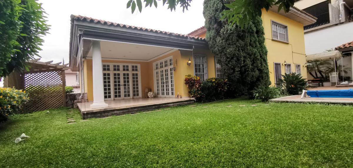 Foto Casa en Renta en  Lomas del Guijarro,  Tegucigalpa  Preciosa Casa de 4hab + Estudio en Circuito cerrado, con piscina, jardines y amplios espacios.