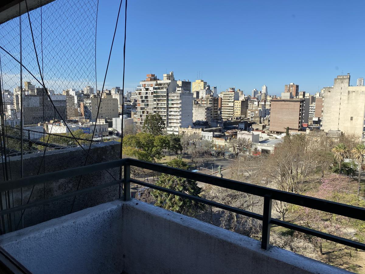 Venta de Departamento dos dormitorios piso alto Corrientes al 1100 - Moderno