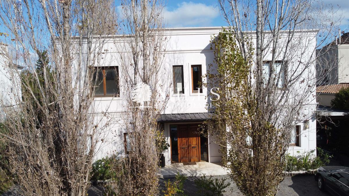 Foto Casa en Venta en  Villa Olivos,  Countries/B.Cerrado (Escobar)  Villa Olivos, Centenario 901, Garin, Provincia de Buenos Aires, Villa Olivos, Escobar