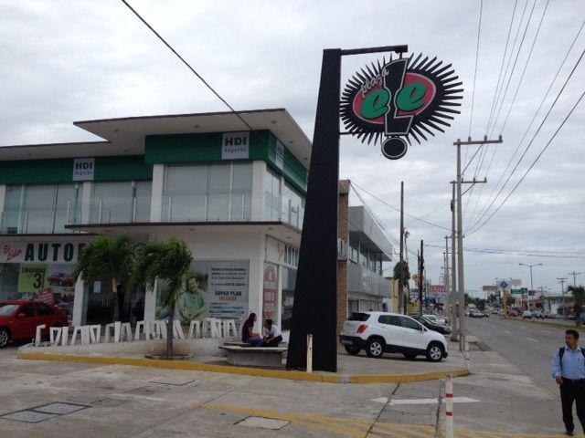 Foto Local en Renta en  Ejido Primero de Mayo Sur,  Boca del Río          LOCAL COMERCIAL en RENTA de 27.5 m2 frente a SAMS