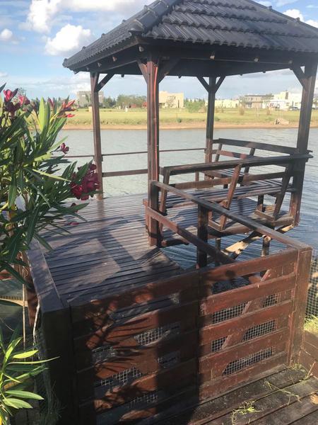 Foto Casa en Venta en  Country Santa Rita,  Countries/B.Cerrado  Excelente Casa al lago en Santa Rita