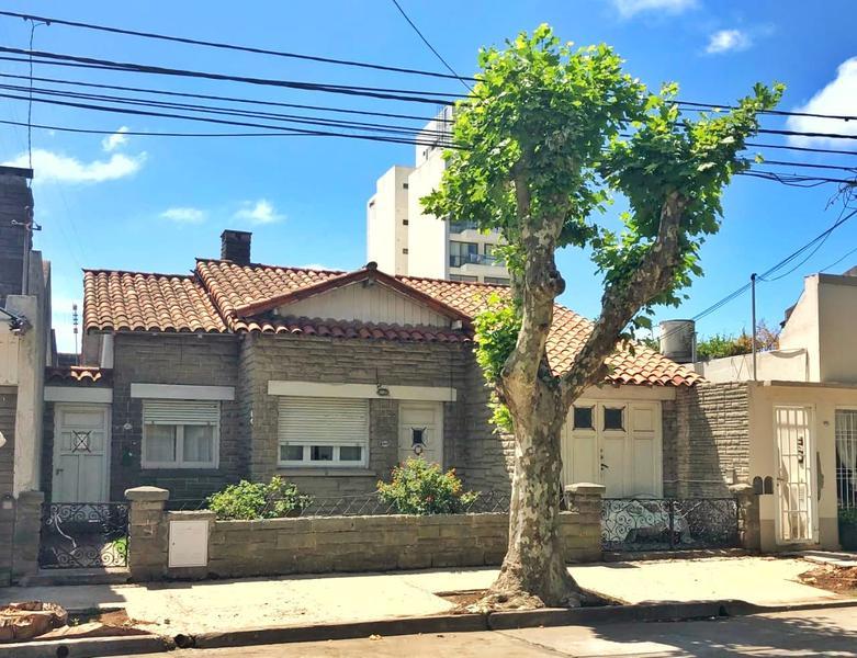 Foto Casa en Venta en  San Juan,  Mar Del Plata  Brown al 4000