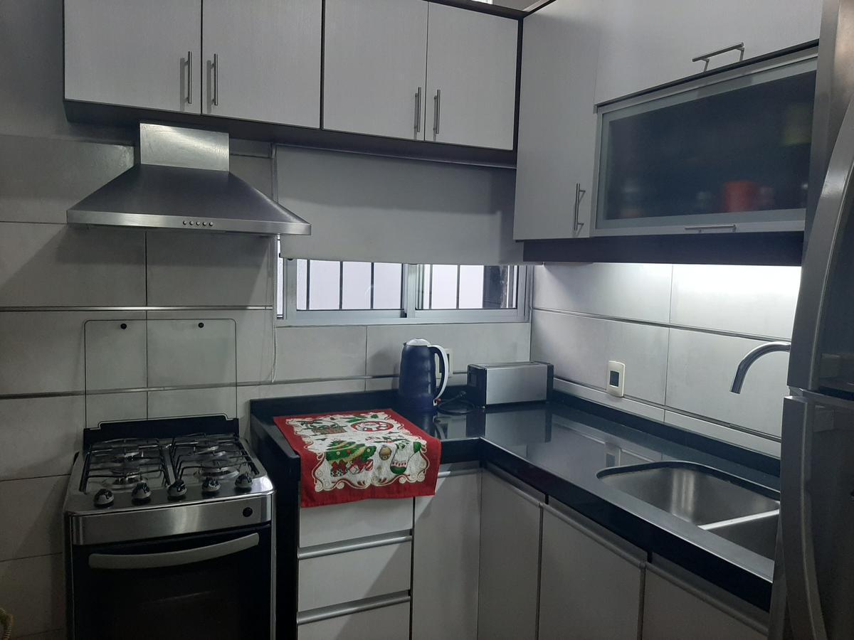 Foto Casa en Venta en  Aires Puros ,  Montevideo  Casa de 3 dorm - cochera - patio!