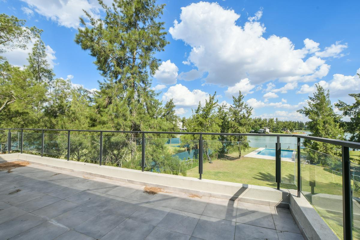 Casa de 3 dormitorios en venta con pileta Aldea Lago barrio privado