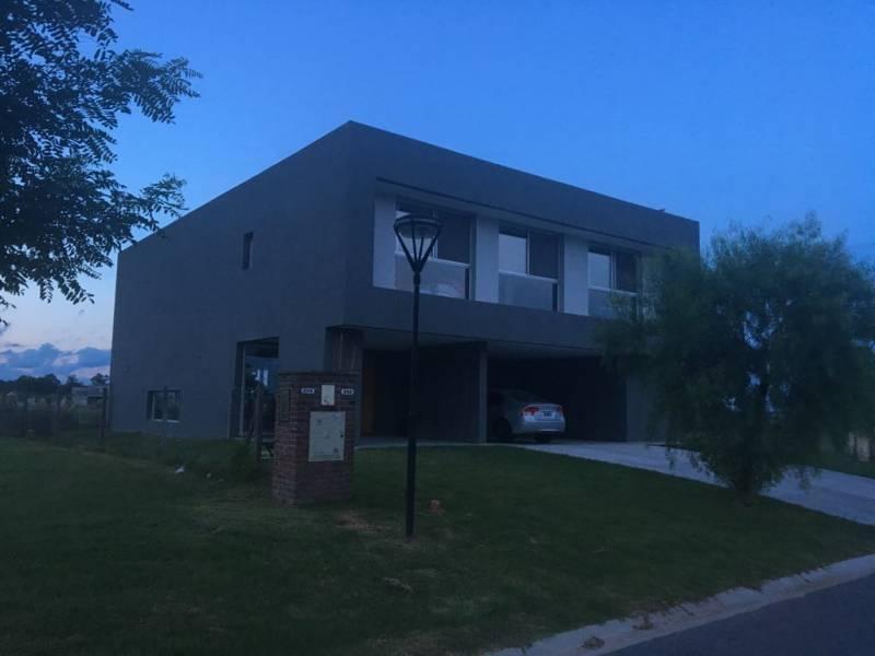 Foto Casa en Venta    en  El Canton,  Countries/B.Cerrado  Lote 800
