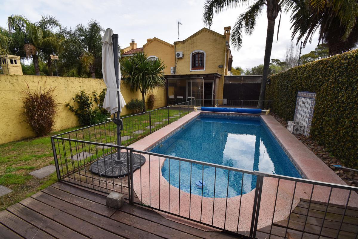 Foto Casa en Venta en  Punta Gorda ,  Montevideo  Avenida Eugenio Baroffio frente al Parque
