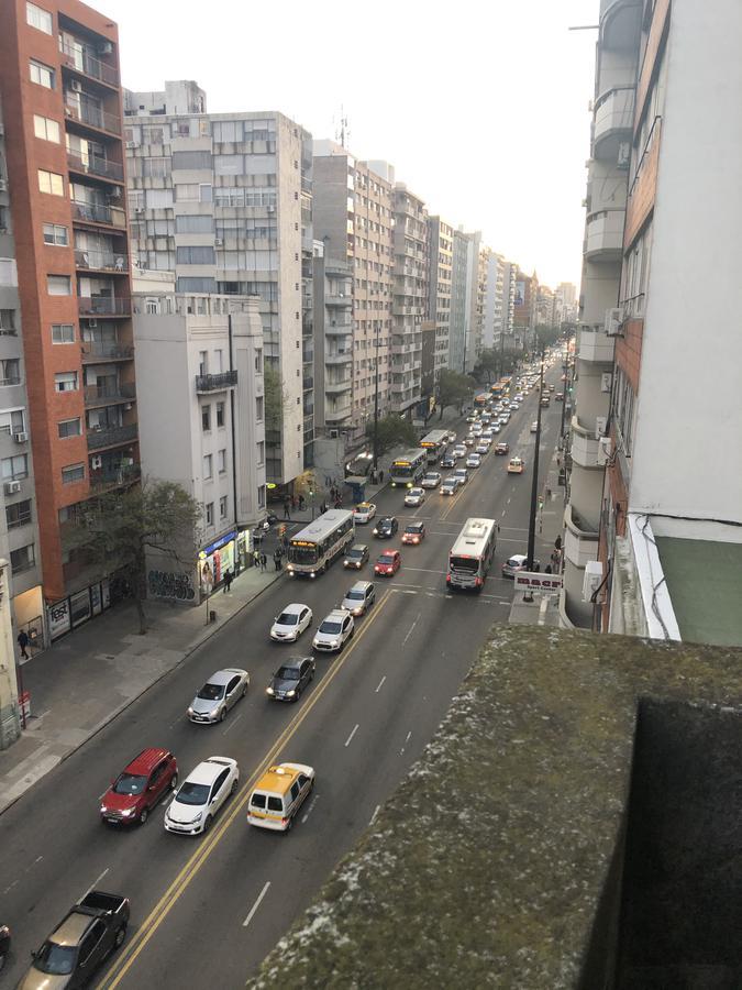 Foto Apartamento en Alquiler en  Cordón ,  Montevideo  18 Y REQUENA - Piso Alto con Balcón - MUY AMPLIO