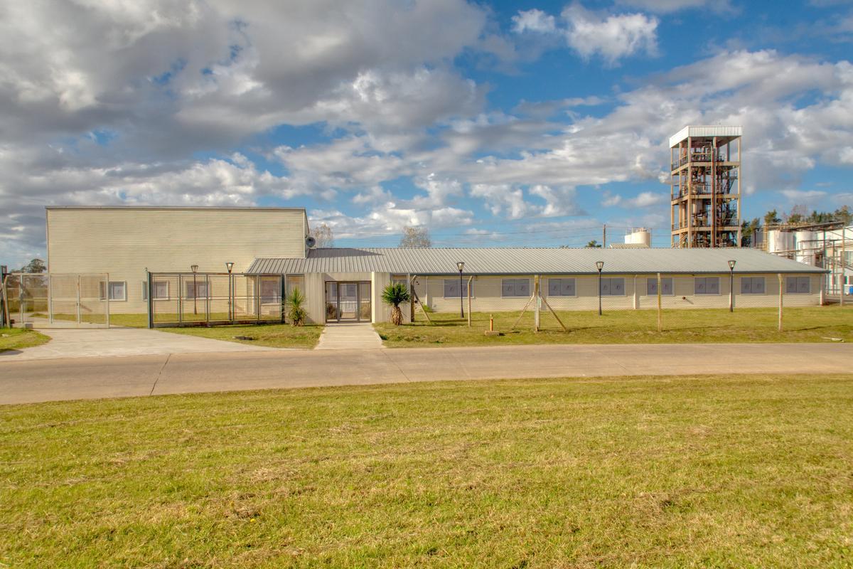 Foto Nave Industrial en Venta |  en  Lisandro Olmos Etcheverry,  La Plata  Infraestructura administrativa - Parque Industrial I La Plata