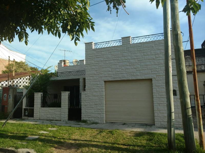 Foto Casa en Venta en  L.Hermosa,  General San Martin  B. Machado al 9200