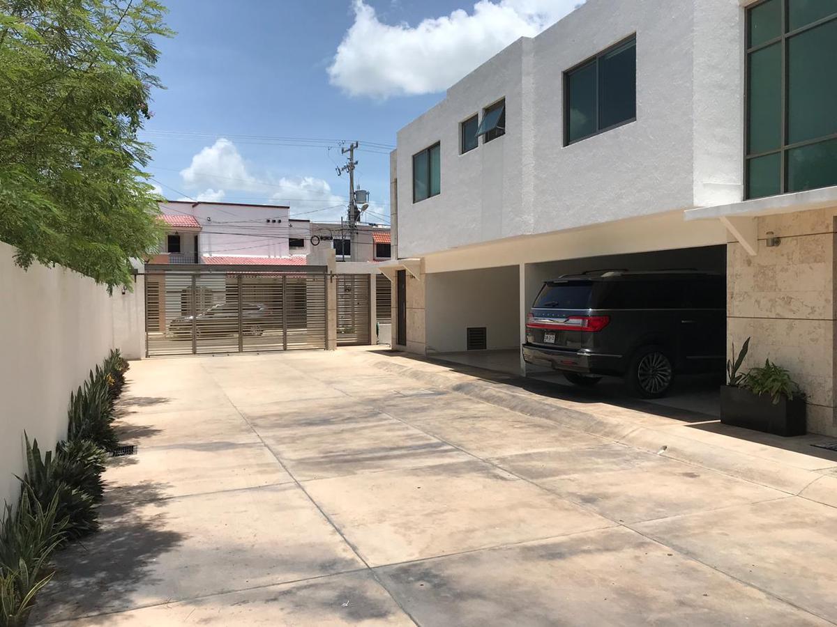 Foto Departamento en Renta en  Montes de Ame,  Mérida  En renta precioso Town House de lujo de tres dormitorios en Montes de Amé al norte de Mérida
