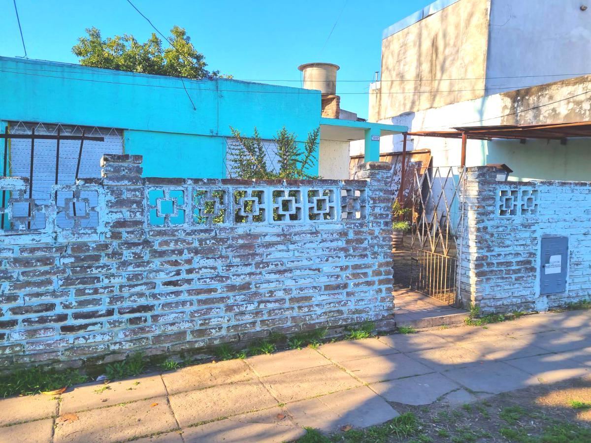 Foto Casa en Venta en  Ituzaingó ,  G.B.A. Zona Oeste  ALMAGRO al 3100