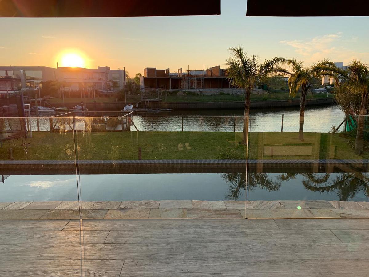 Foto Casa en Venta en  Albanueva,  Countries/B.Cerrado (Tigre)  Casa Albanueva 140