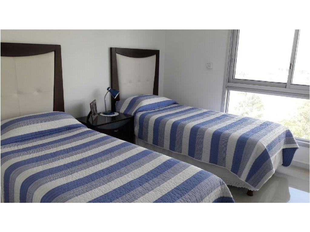 Foto Departamento en Alquiler | Alquiler temporario en  Playa Brava,  Punta del Este  playa brava