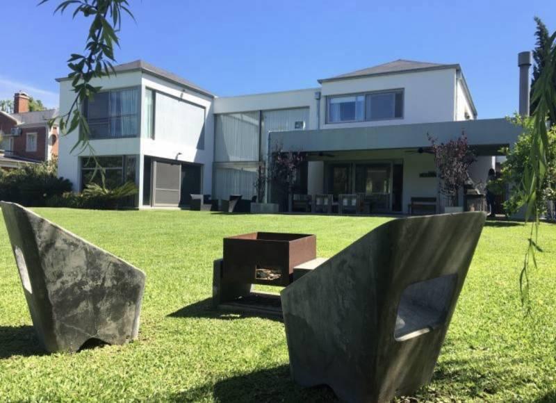 Foto Casa en Venta en  Pilar Del Este,  Countries/B.Cerrado (Pilar)  Los Jazmines al 100