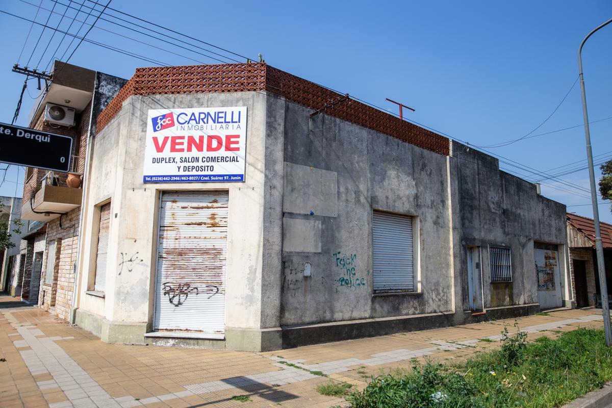 Foto Local en Venta en  Junin ,  Interior Buenos Aires  Gandini y Derqui