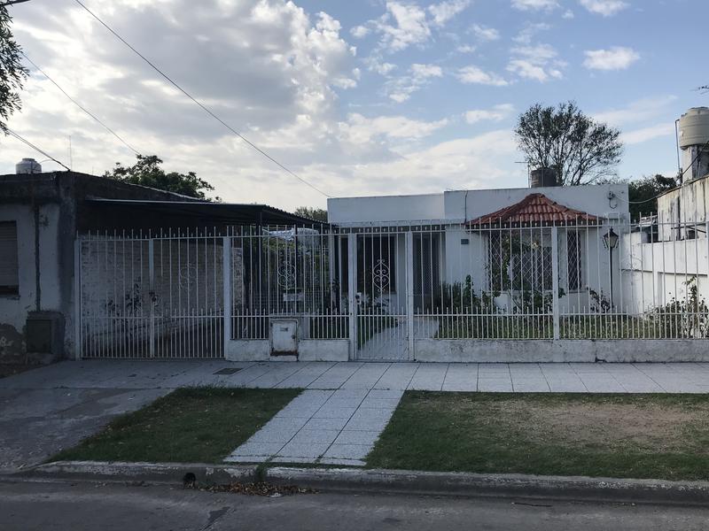 Foto Casa en Venta en  Lomas de Zamora Oeste,  Lomas De Zamora  DONIZETTI 355