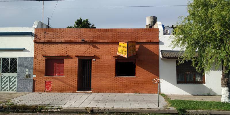 Foto Casa en Venta |  en  Valentin Alsina,  Lanus  CALLAO al 2600