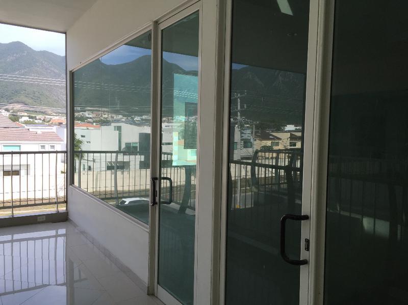Foto Local en Renta en  Residencial y Club de Golf La Herradura Etapa A,  Monterrey  Locales Comerciales en Renta en Carretera Nacional al Sur de Monterrey