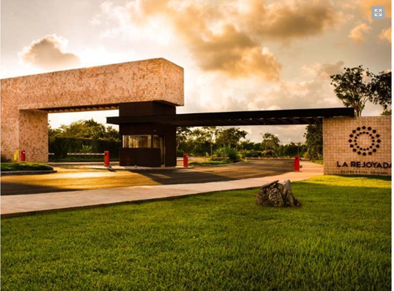 Foto Terreno en Venta en  Pueblo Komchen,  Mérida  Terreno en venta en la Rejoyada- completamente urbanizado y bardeado.