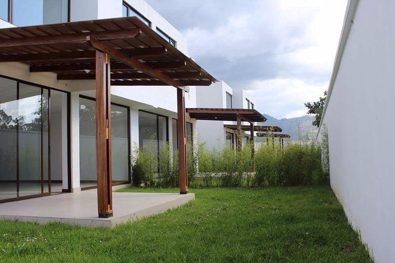 Foto Casa en Venta en  Tumbaco,  Quito  TUMBACO VENTA DE LINDA CASA POR ESTRENAR