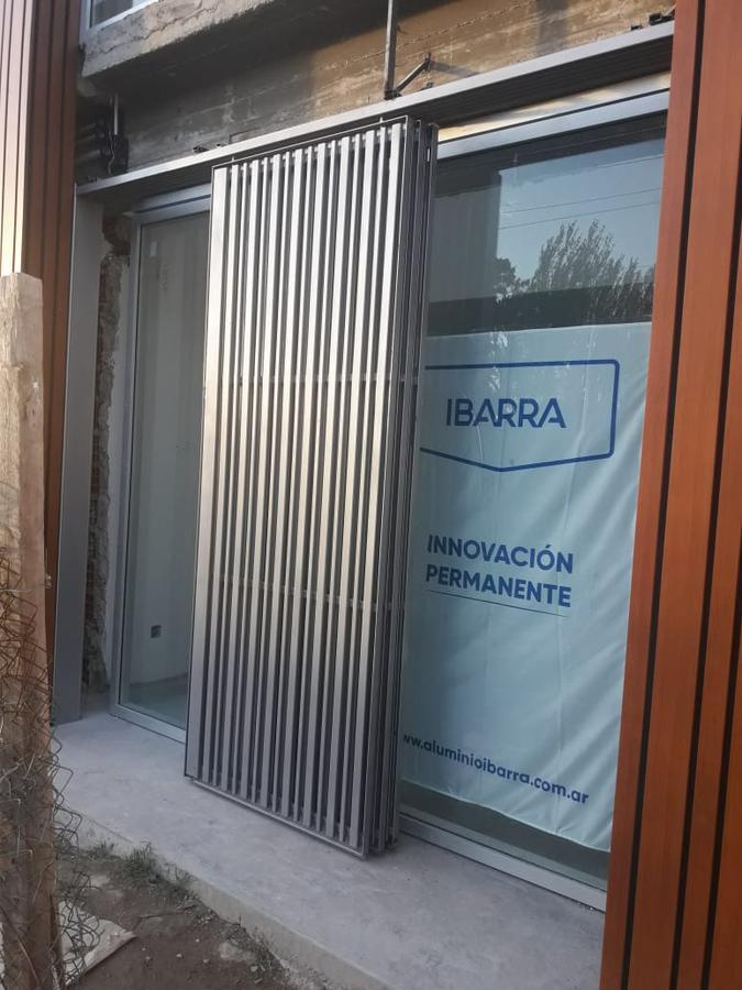 Foto Local en Venta en  La Plata ,  G.B.A. Zona Sur          31 y 505
