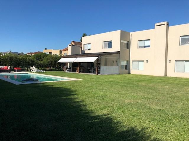 Foto Casa en Venta en  Santa Catalina,  Villanueva  Barrio Santa Catalina, lote interno