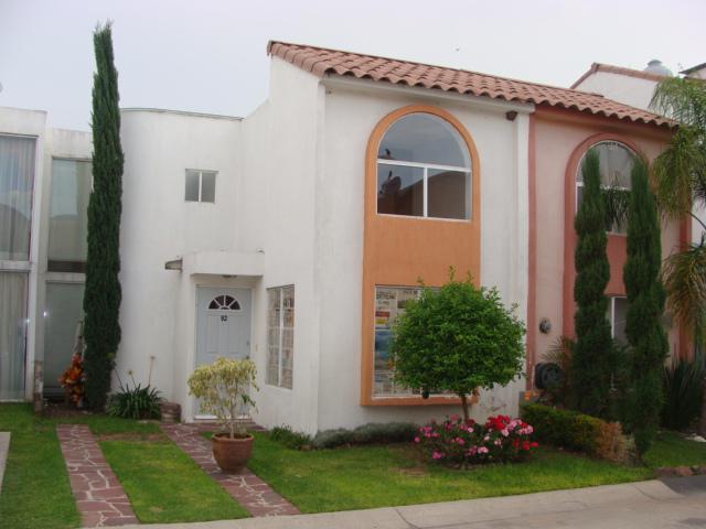 Foto Casa en condominio en Renta en  Fraccionamiento Los Olivos de Tlaquepaque,  Tlaquepaque  Av. Arroyo Seco 1200 Los Olivos Tlaquepaque, Jalisco