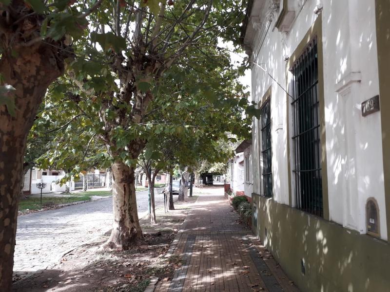 Foto Casa en Venta en  Lomas de Zamora Este,  Lomas De Zamora  Viamonte al 700