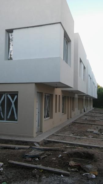 Foto Casa en Venta en  San Miguel ,  G.B.A. Zona Norte  Duplex 3 dormit dos baños  patio cochera , en pozo