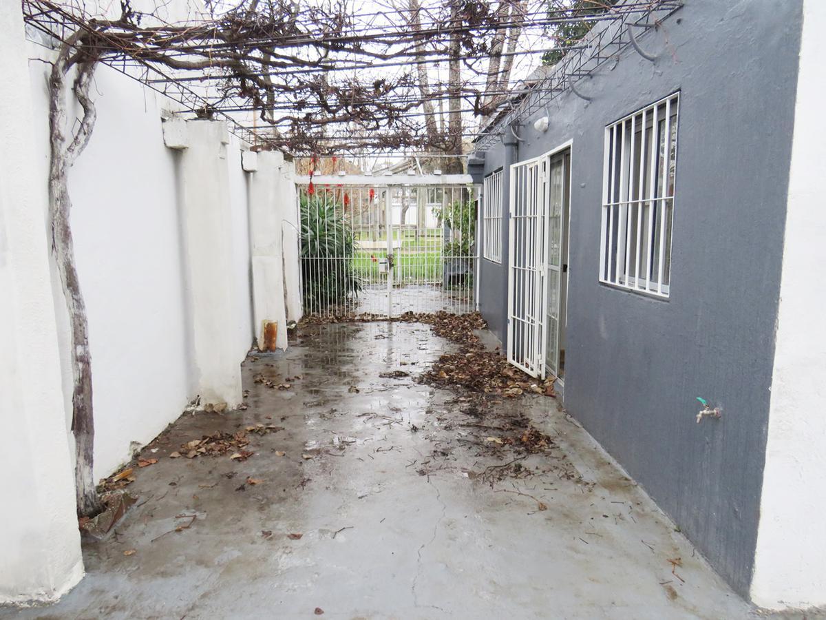 Foto Casa en Venta en  Peréz Castellanos ,  Montevideo  Belarmino esq Gral Flores