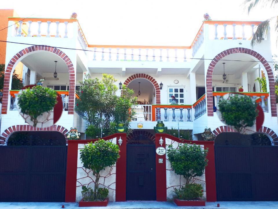Foto Hotel en Venta |  en  Puerto Morelos,  Puerto Morelos  HOTEL EN EL CENTRO DE PUERTO MORELOS A UNA CALLE DEL MAR