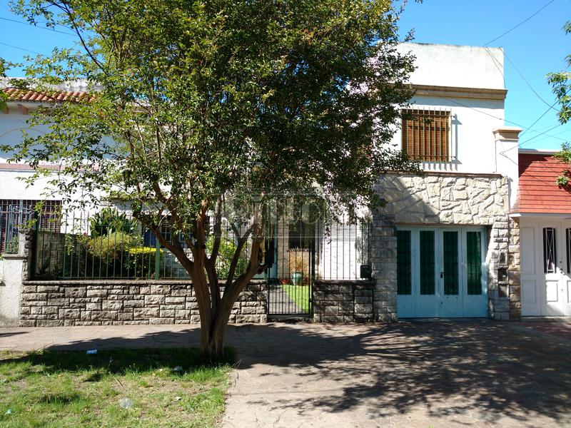 Foto Casa en Venta en  Banfield Este,  Banfield  Serrano 247