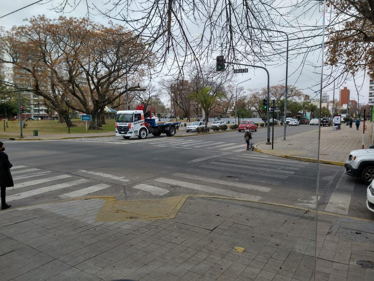 Foto Local en Venta en  La Plata,  La Plata  13 esq. 39 Pza. Belgrano