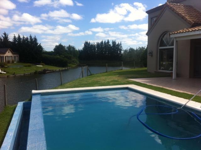 Foto Casa en Venta en  Barrancas del Lago,  Nordelta  Barrancas del Lago