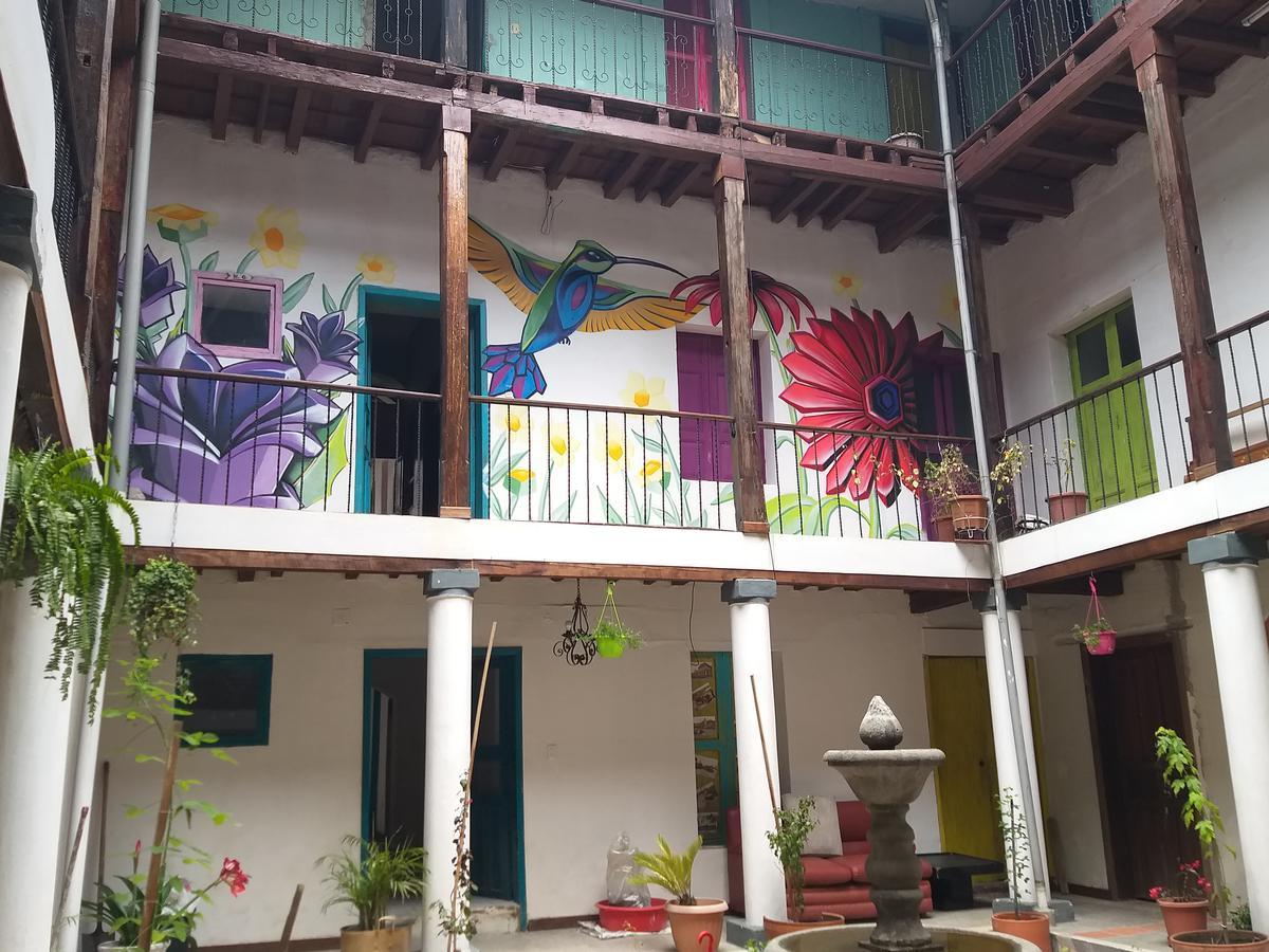 Foto Local en Venta   Alquiler en  Centro de Quito,  Quito  García Moreno
