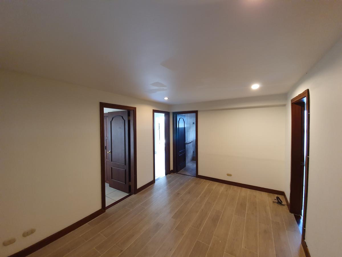 Foto Departamento en Renta en  San Rafael,  Escazu  Primer nivel / Amplio 167 m2 / Salida a jardín / Cuarto de servicio