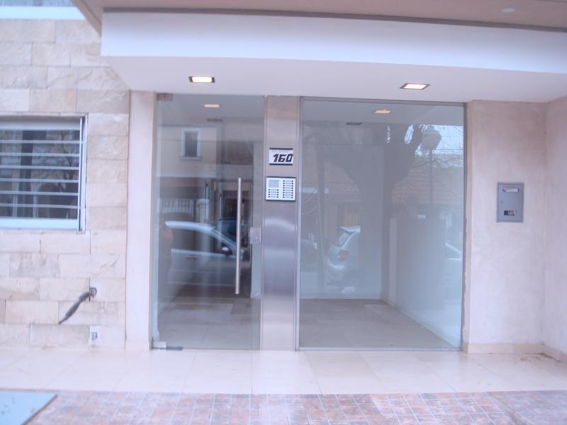 Foto Departamento en Venta | Alquiler en  Lomas De Zamora ,  G.B.A. Zona Sur  BELGRANO al 100 PISO3-B